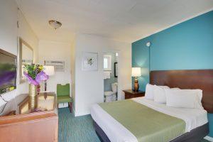 queen bed carpet dresser green bed runner teal paint